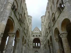Vue d'en bas abbaye de Jumièges