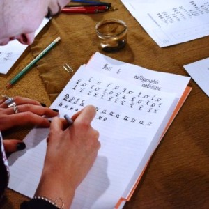 Initiation à la calligraphie et à l'enluminure médiévale